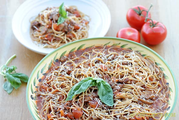 Garden-fresh Slow Cooker Spaghetti Sauce from Zestuous
