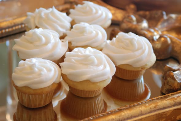 French Vanilla Cupcakes from Zestuous